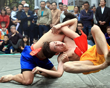 Vietnamese Traditional Wrestling - Vietnam culture tour