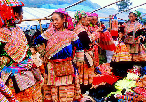 Hmong women in traditional colorful clothing - Vietnam northern trip